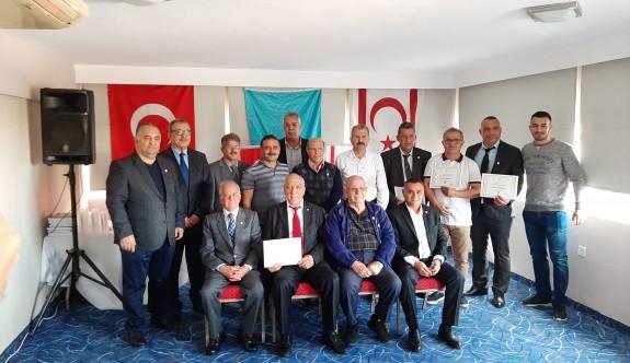 Güreşseverler Derneği, kurucu üyelerini onurlandırdı