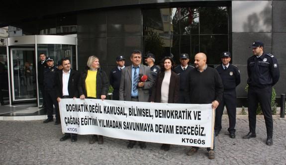 Öğretmenlerden çalıştaya protesto