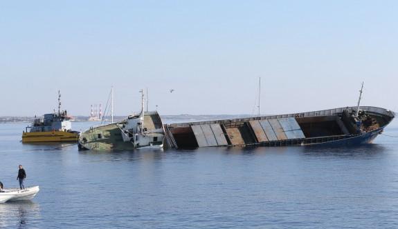 Oroklini açıklarında yapay resif için gemi batırıldı