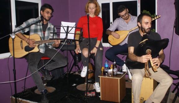 Grup Mavra'dan Güzelyurt'ta türkü dolu gece