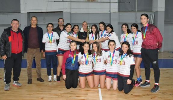 Kızların şampiyonu UKÜ