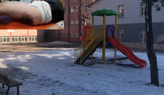 Okulun bahçesinde kar topu oynayan çocuklar bu hale geldi