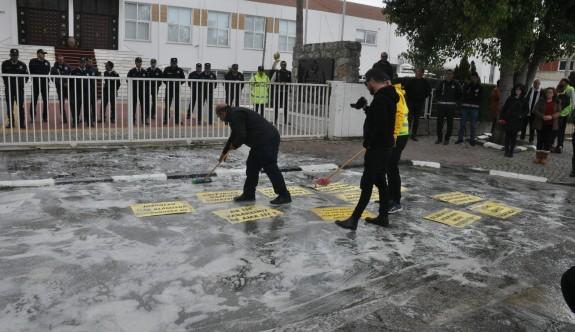 Duyarsızlığa temizlikle protesto