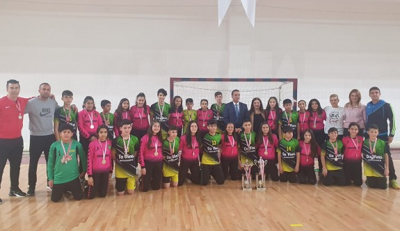 Ortaokul kızlarda değişmez şampiyon Demokrasi