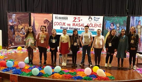 75 çocuk en güzel masalı anlatmak için yarıştı