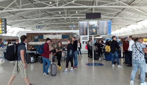 Baf ve Larnaka Havalimanları'nda kargaşa
