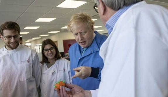 İngiltere Başbakanı Boris Johnson'ın corona virüs testi pozitif çıktı