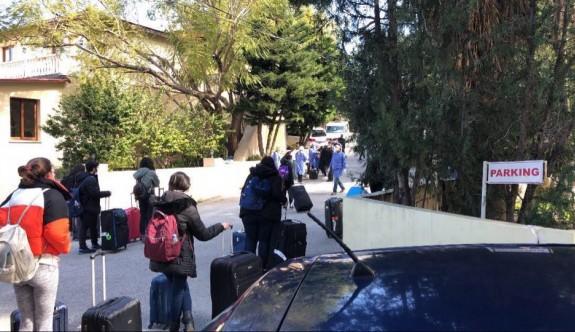 İngiltere'den gelen öğrenciler Riverside Otel'e yerleşti