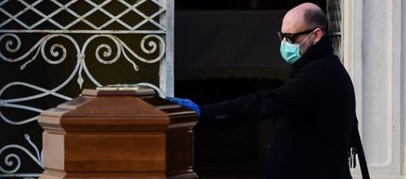 İtalya'da ölü sayısı 10 bini aştı