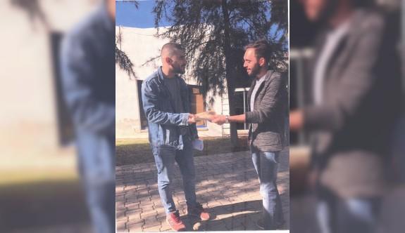LAÜ öğrencilerinden Lefke Kızılay Şubesi için kitap bağışı