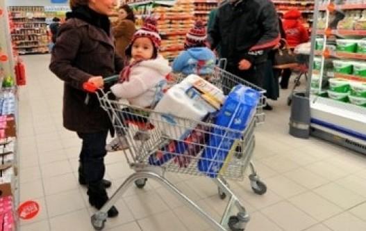 """Marketlerden çağrı: """"Çocuklarınızı getirmeyin"""""""