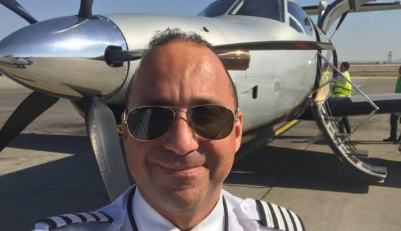 Özmerter, özel uçağıyla sağlık malzemesi taşıyor