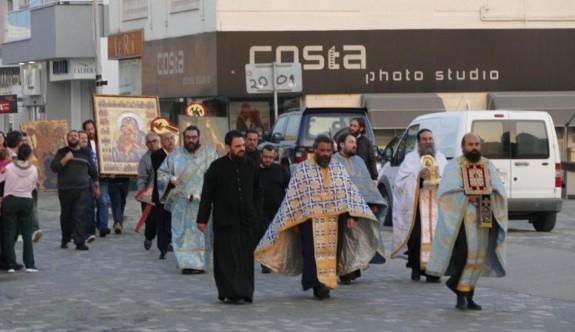 Papazlardan virüs duası