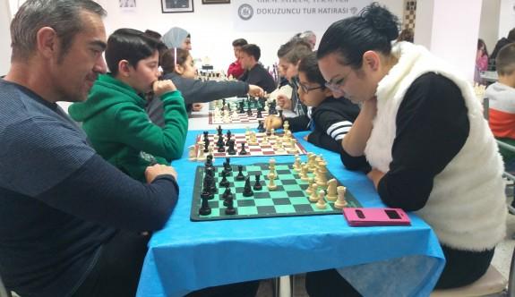 Satranççılar Denkay Başel'i andı