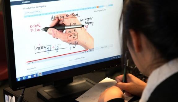 Üniversitelerde online eğitim olacak