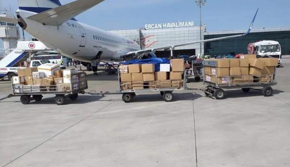 150 koli tıbbi malzeme ve 184 vatandaş Ercan'a indi