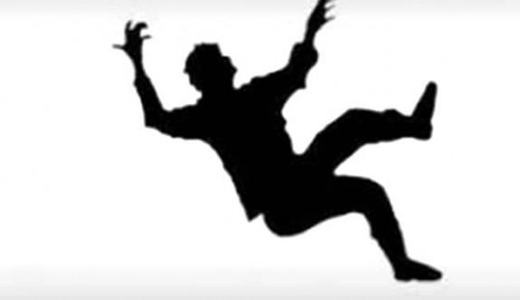 9 metre yükseklikten düşerek ağır yaralandı