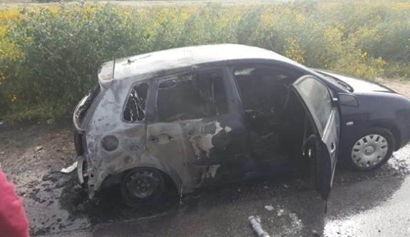 Anayolda arabasını yaktı