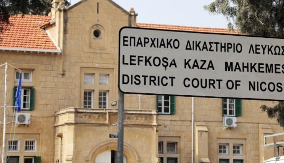 İngiltere'deki iki Kıbrıslı Rum öğrenci Rum hükümetine dava açtı