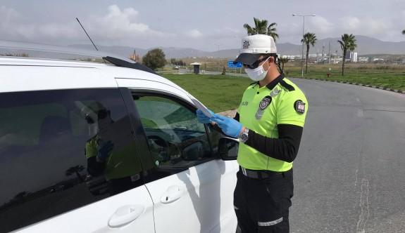 Lefkoşa polisi Girne'ye gidişleri denetliyor