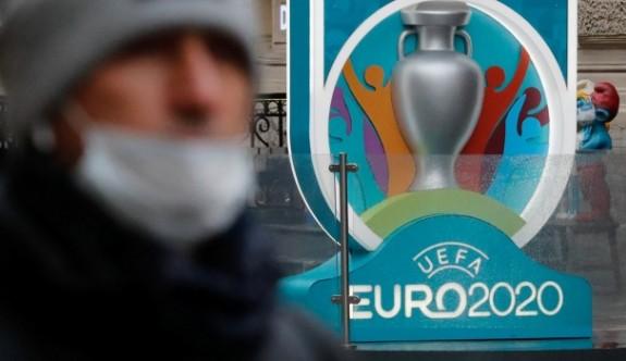 UEFA tüm milli maçları erteledi