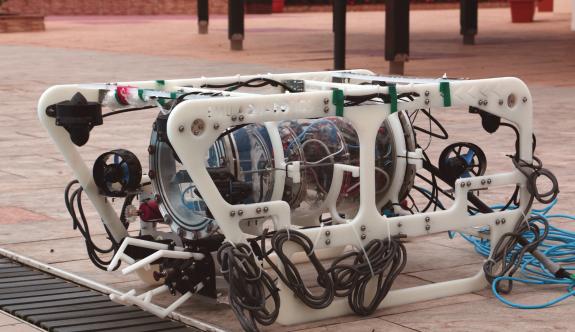 "DAÜ ""Aquabotıcs"" robot takımı ön elemeyi rahat geçti"