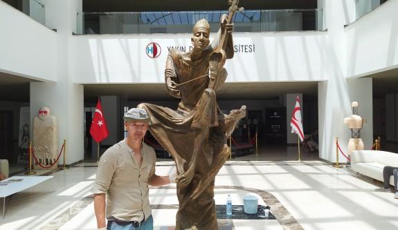 """Heykel sanatçısı Tolkunbek  """"Melodi"""" adını verdiği heykel ile destek verdi"""