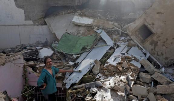 Pakistan'da düşen uçaktan mucize kurtuluş