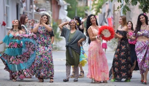 Dünyanın En Renkli Toplululuğu Çingeneler