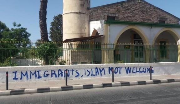 Limasol'daki camiye ırkçı saldırı
