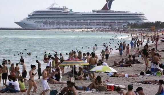 Miami'nin tüm plajları kapatılıyor