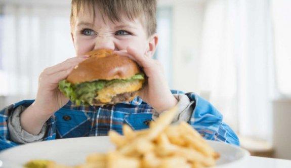 Abur cubur reklamları yasaklanacak, kalori etiketleri gelecek