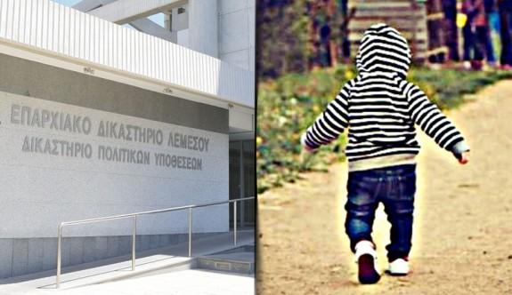 Bebeklerine kötü muamelede bulunan çift tutuklandı