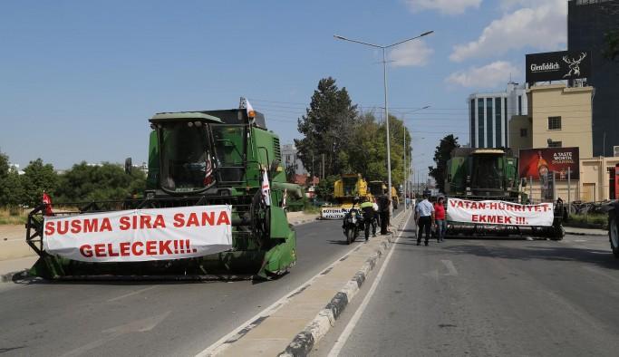 """Çiftçiler isyanda: """"Batıyoruz"""""""