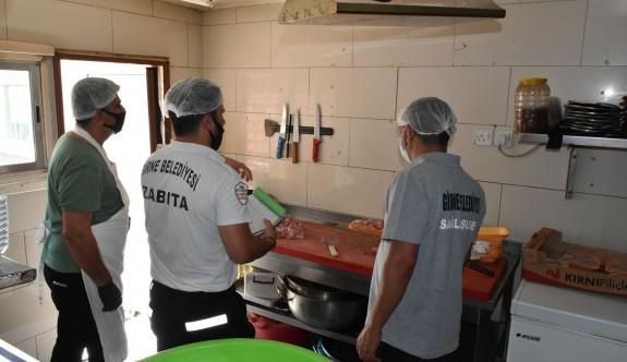 Girne'de hijyenik olmayan 3 işletmeye mühür