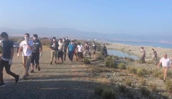 İki mülteci polisten kaçmaya çalışırken ateş edilerek yakalandı