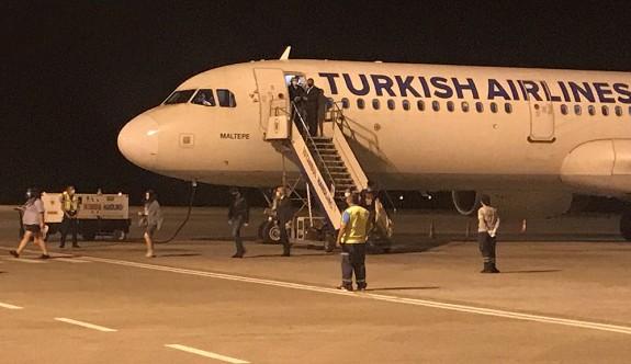 İlk uçuştan 11 kişi karantinada