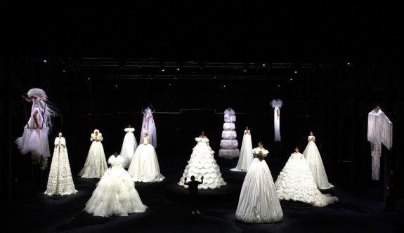 İtalyan moda devinden dikkat çeken defile