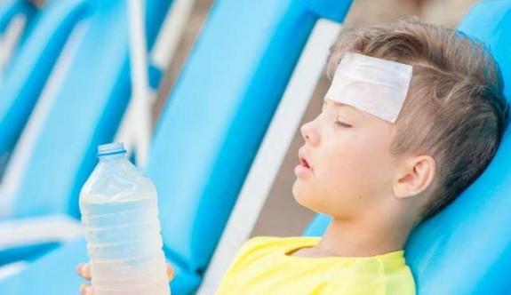 Yaz ile gelen tehlike: Çocuklarda güneş çarpması
