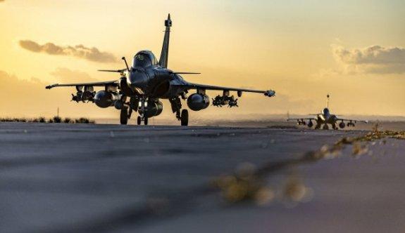 Fransız savaş uçakları Baf'ta konuşlanmaya başladı