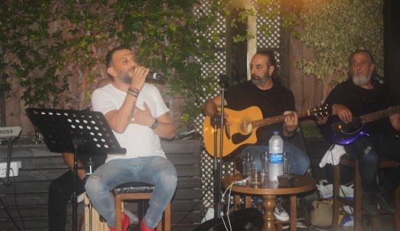 Grand Ocakbaşı'nda Hakan Yazıcıoğlu ile nostalji akşamları