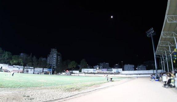 Mete Adanır Stadı, SOS veriyor