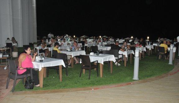 Mimoza Hotel'de yaz akşamları bir başka