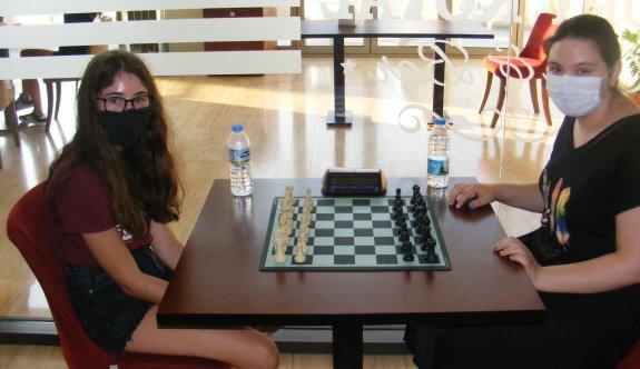 Satrançta şampiyon Sağlamer