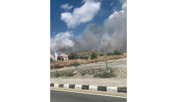 Yangın nedeniyle Prastio köyü boşaltıldı