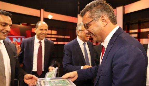 Erhürman'dan Cumhurbaşkanı adaylarına hediye