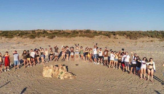 GİGEM'in gençleri Akdeniz Köyü sahilinden 306 kilo plastik temizledi