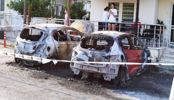 Mağusa'da 2 araç küle döndü