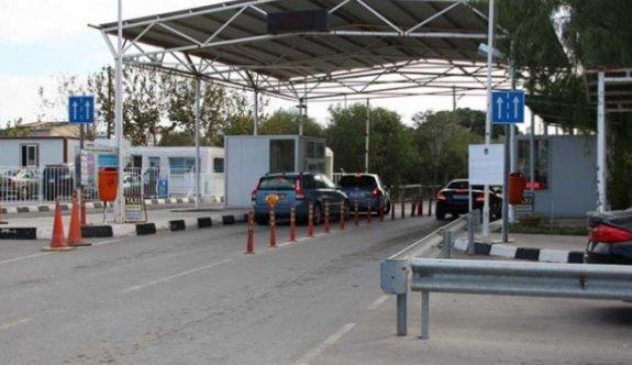 Sahte Covid-19 belgeleriyle Kuzey'e geçmeye çalışan beş kadın tutuklandı