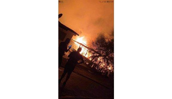 Salamis Kamping alanında dört karavan yandı